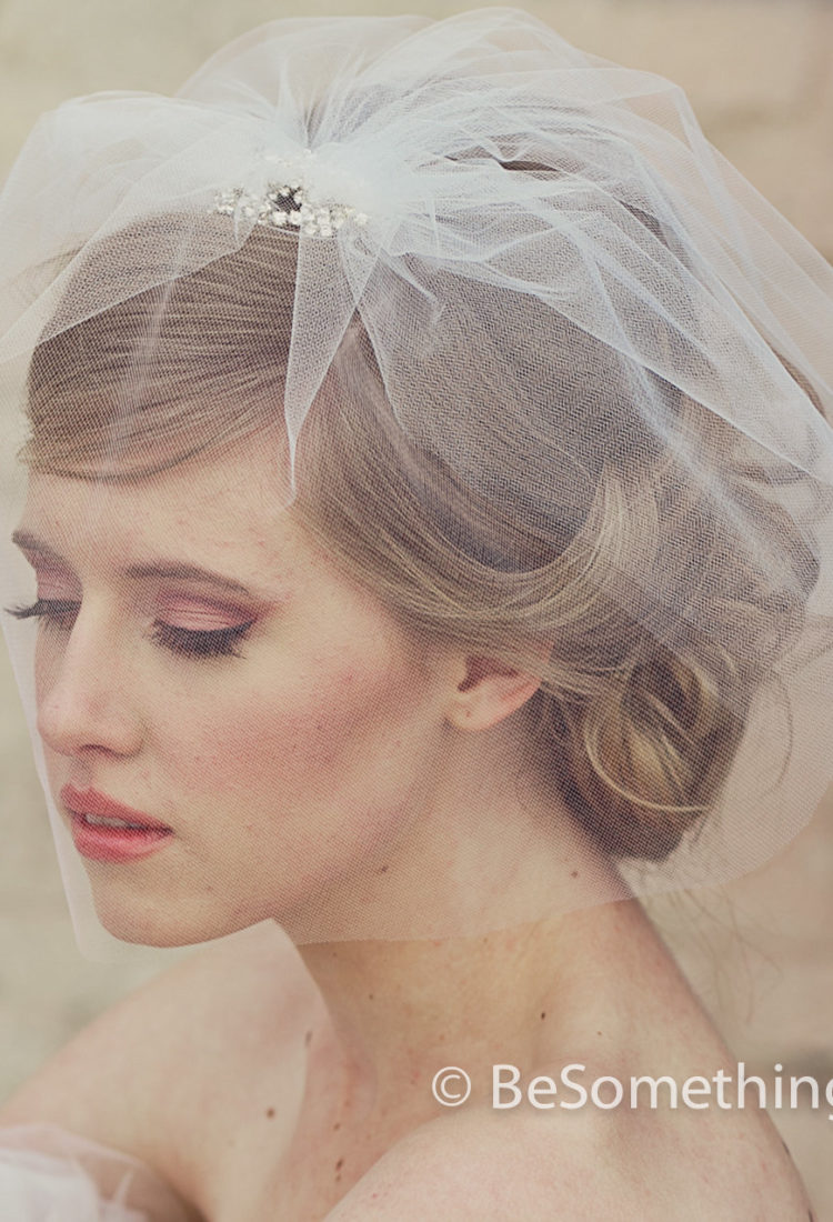 Brides Short Wedding birdcage tule veil