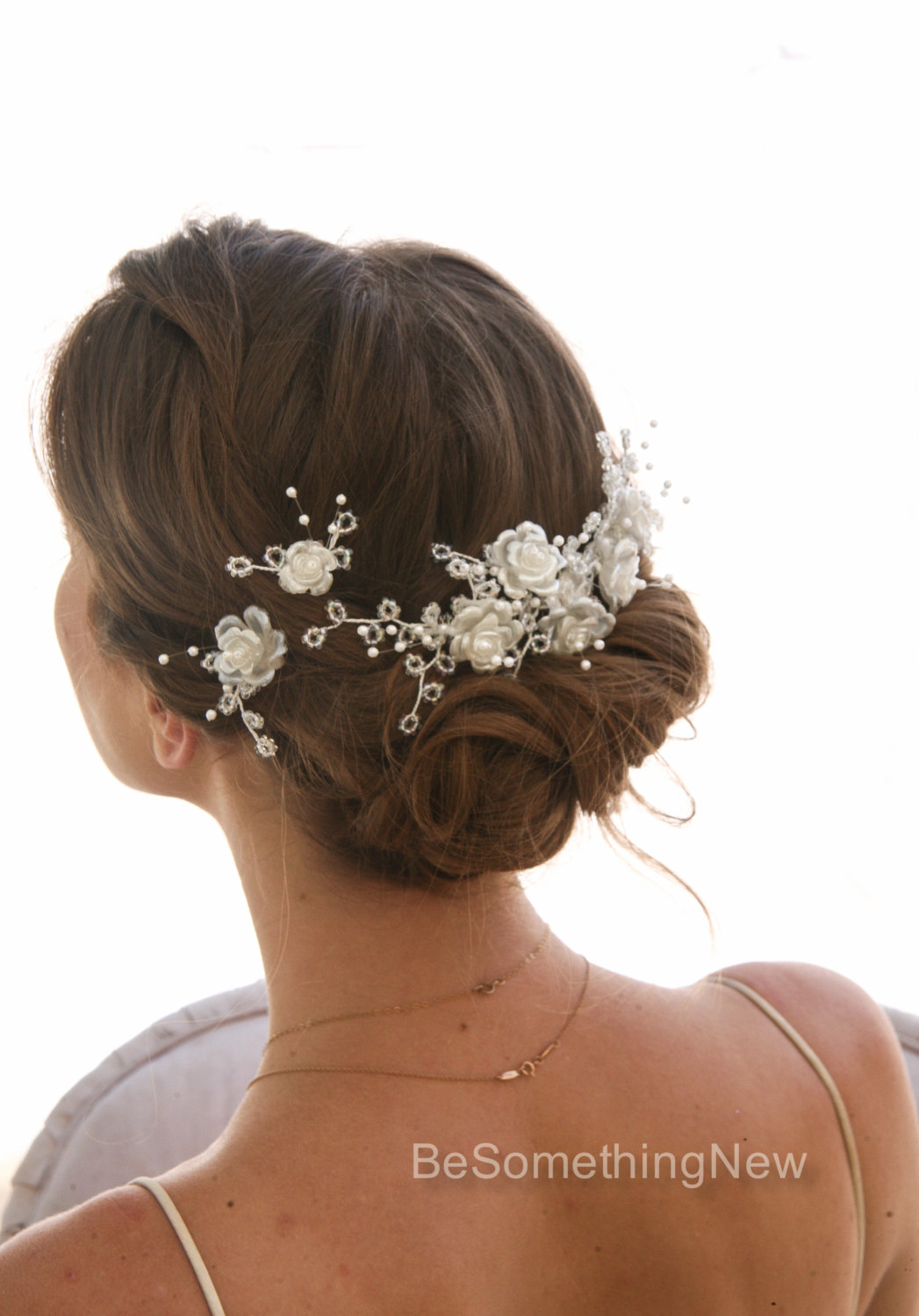 The Khaleeji Flower Hair Clip is loosely referred to as Gamboo3a or Shabasa,+ followers on Twitter.