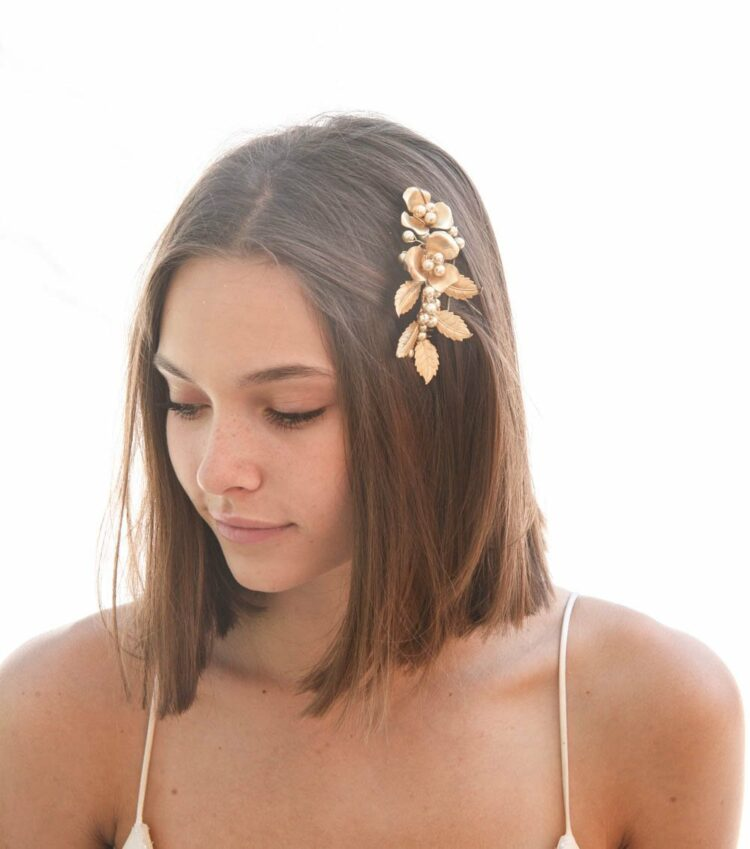 Gold comb, Leaf and Flower, Wedding Hair, hair Comb, ,gold metal comb, Bridal Headpiece, Metal Leaf, leaf Flower Comb, gold metal flowers, bridesmaids hair, golden headpiece, Grecian comb