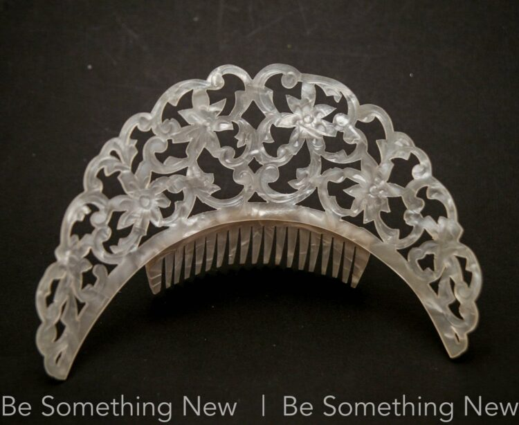 Large Curved Ivory Matilla Comb Mother of Pearl Effect Spanish Wedding Comb Celluloid Vintage High Hair comb